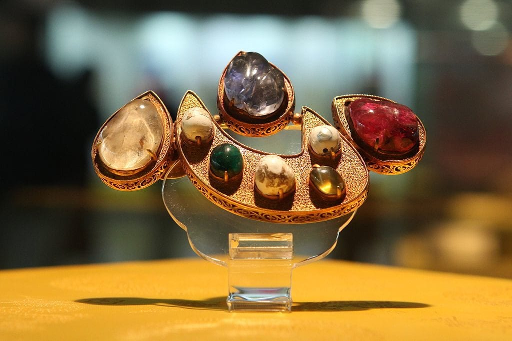 Chinese jewelry piece - gem species and varieties