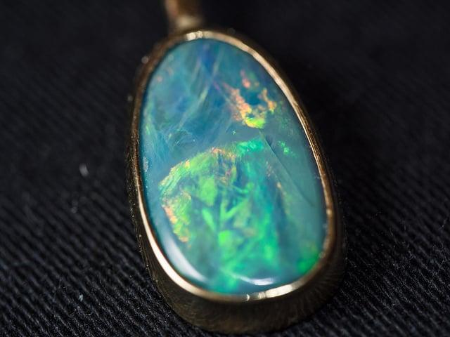 opal earring - gemology cheat sheets