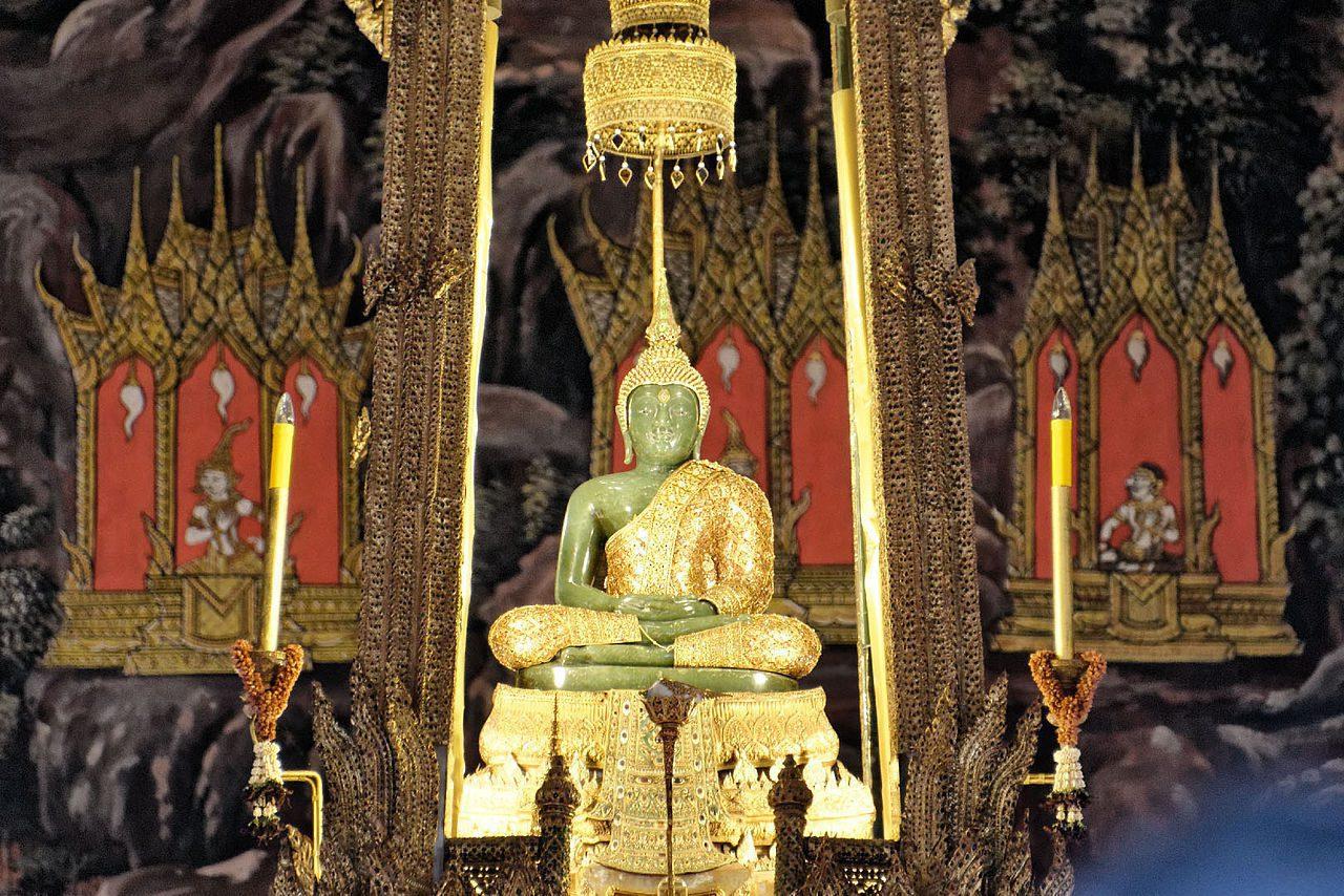 1280px-Emerald_Buddha,_August_2012,_Bangkok