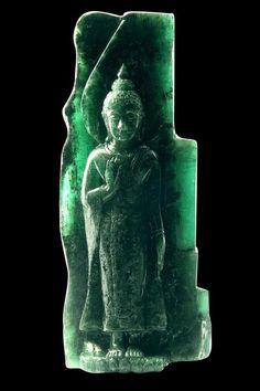 "2620-carat-carved-""Sacred-Emerald-Buddha"""