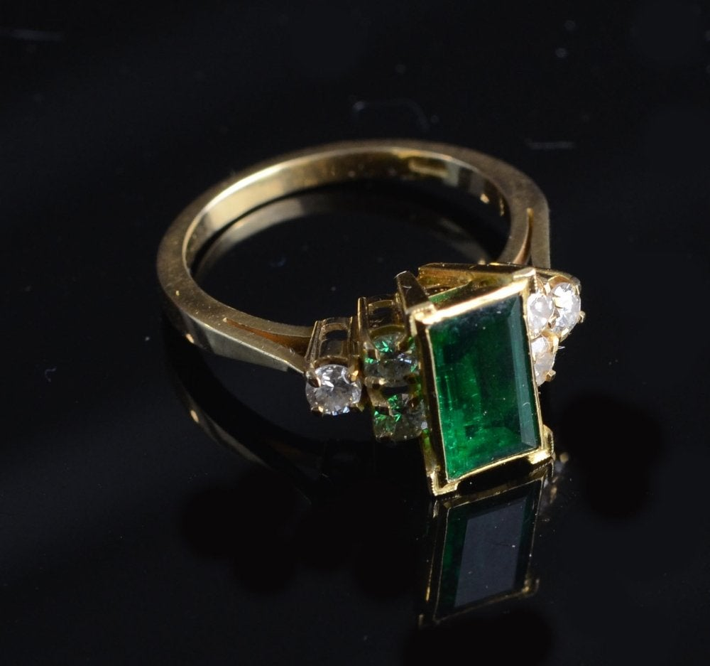 gold ring with table-cut emerald - Zimbabwe