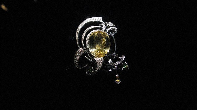 gem weight - brooch