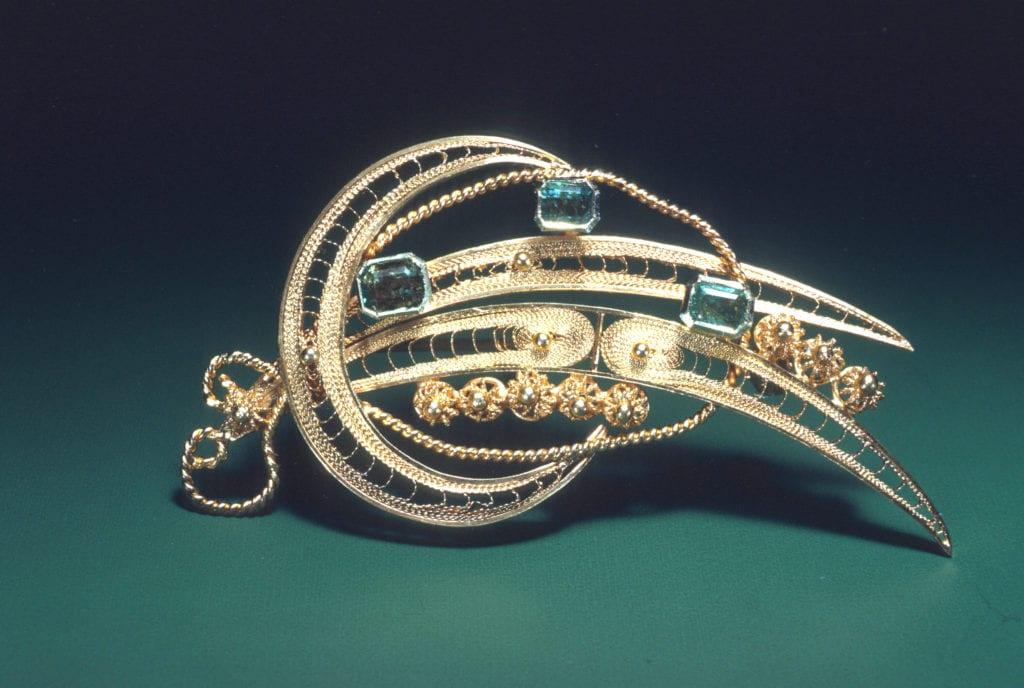 emerald pin - jewelry and gemstone insurance