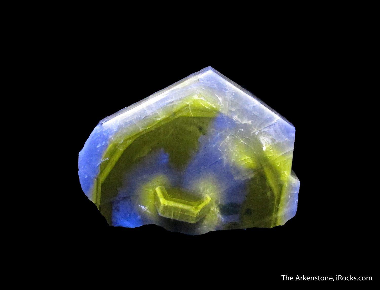 fluorescent fluorapatite - apatite - Portugal
