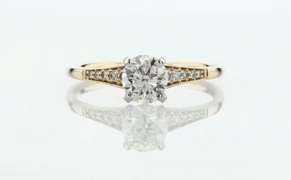 Very Good cut grade diamond - engagement ring