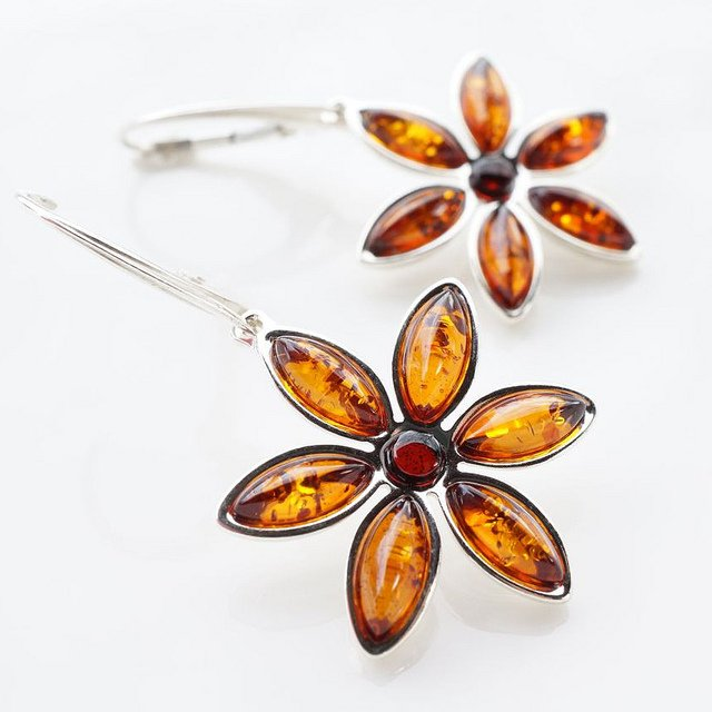 """Dangling Flower Amber Earring"" by Choon Hong Yap is licensed under CC By 2.0"
