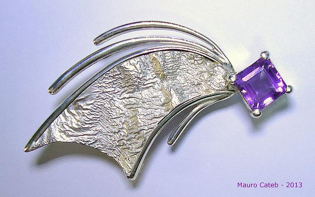 amethyst symbolism - brooch