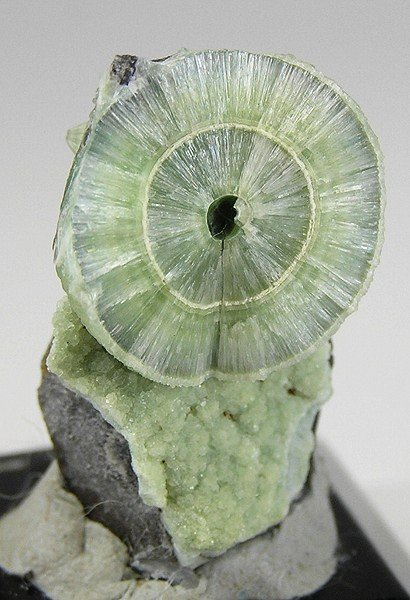 wavellite - acicular radiating crystals