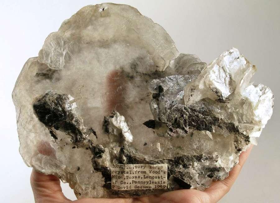 brucite crystals, back - Pennsylvania