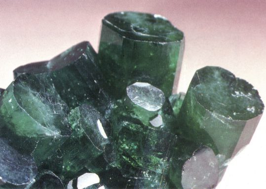 Chatham emerald - cutting synthetic gemstones