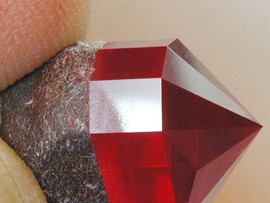 Girdle facet after 8,000 pre-polish - heart ruby