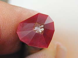 Crown break facets - heart ruby