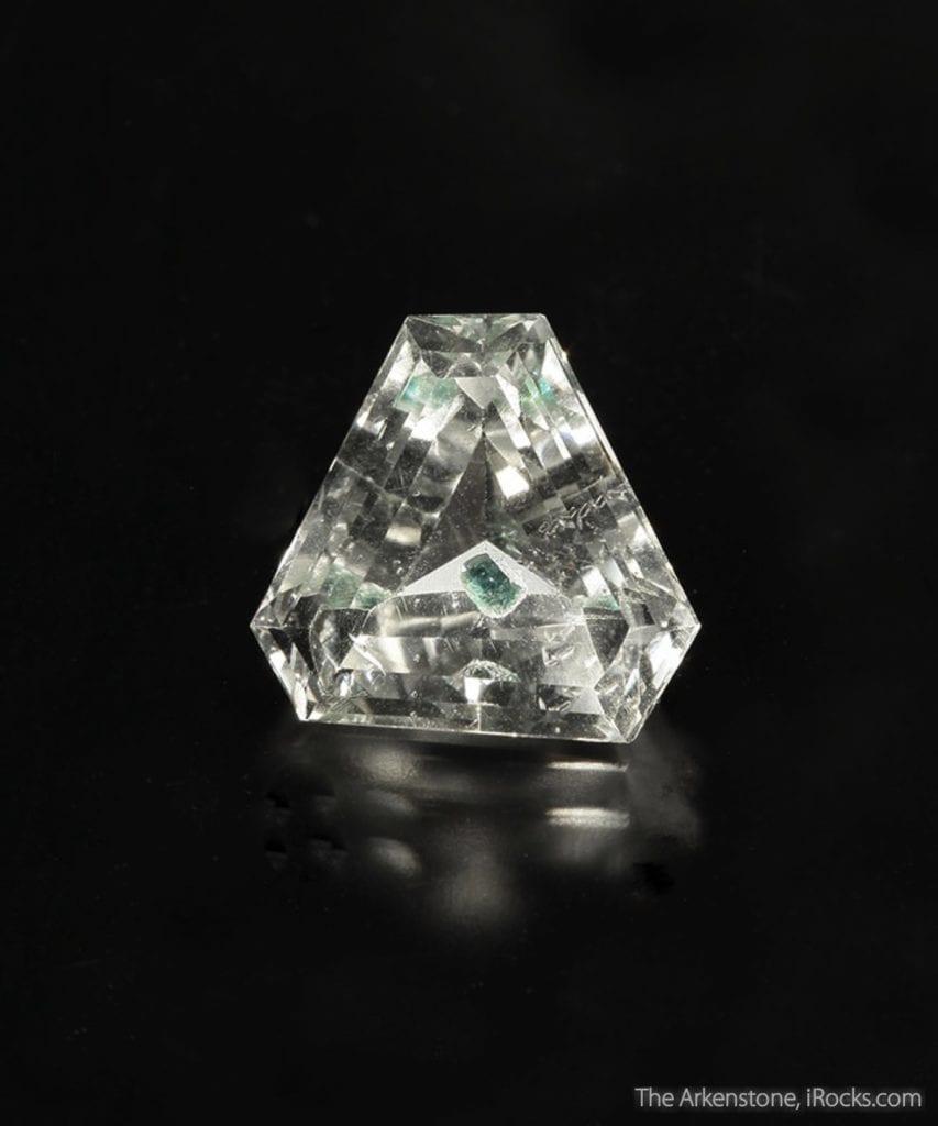 natural vs. synthetic quartz rough - inclusions
