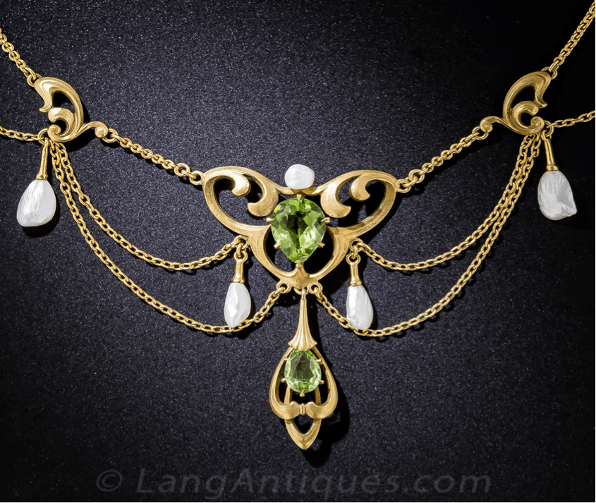 Belle Époque Jewelry Art Nouveau festoon necklace featuring two peridots