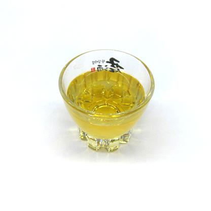 """Cinnamon Leaf Oil"" by Cinnamon Vogue is licensed under CC By-SA 2.0"