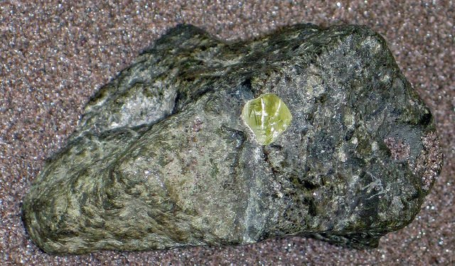 Can diamonds burn? Diamond in kimberlite matrix