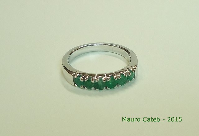 "Although a list of gemstone wholesale prices can be a valuable tool for determining a gemstone's value, an accurate appraisal requires extensive knowledge and experience on the part of the appraiser. ""Emeralds and White Gold"" by Mauro Cateb by CC by 2.0"
