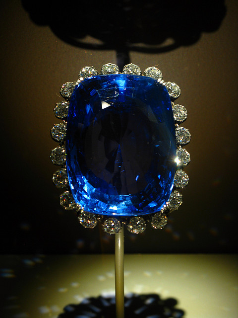 """2009 04 19 - 4690 - Washington DC - Natural History Museum - Logan Sapphire"" by thisisbossi CC By-SA 2.0"