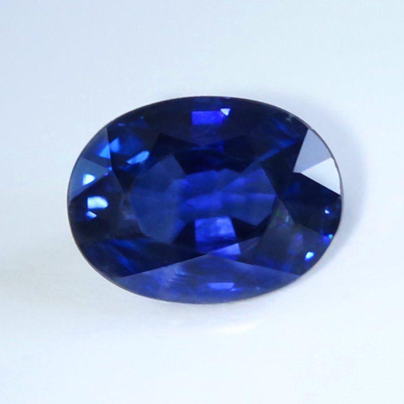 oval-cut sapphire - Myanmar