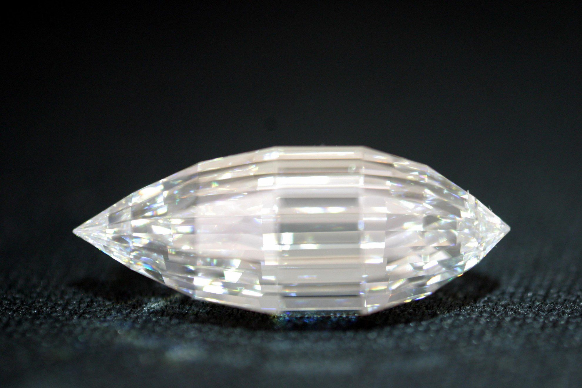 diamond ring faceted with bukowskis heart fullsize lots en bukobject
