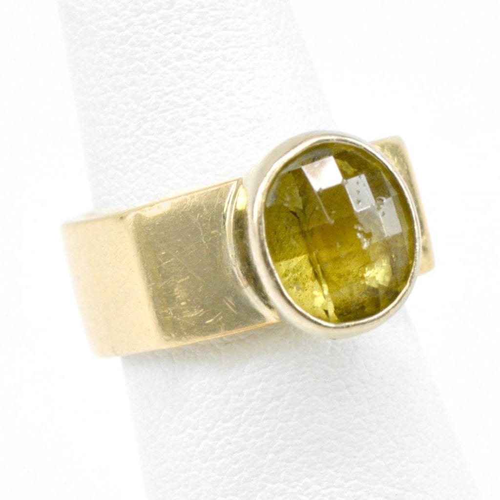 gold ring with grandite gem