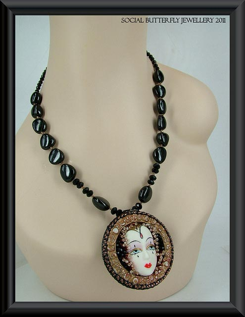 Necklace with black spinel beads - spinel buying guide