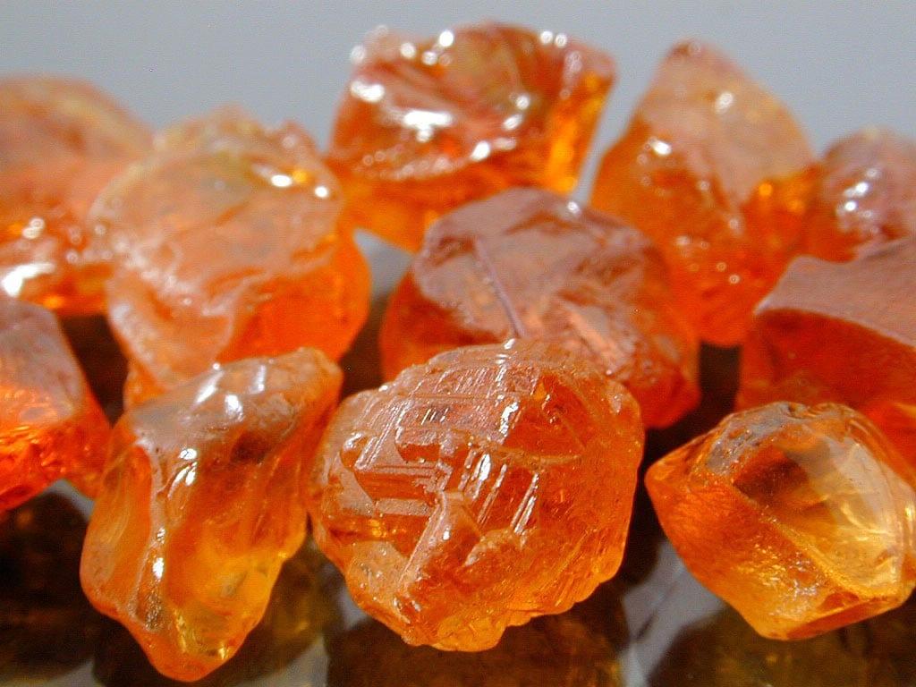 Mandarin garnet rough - Africa