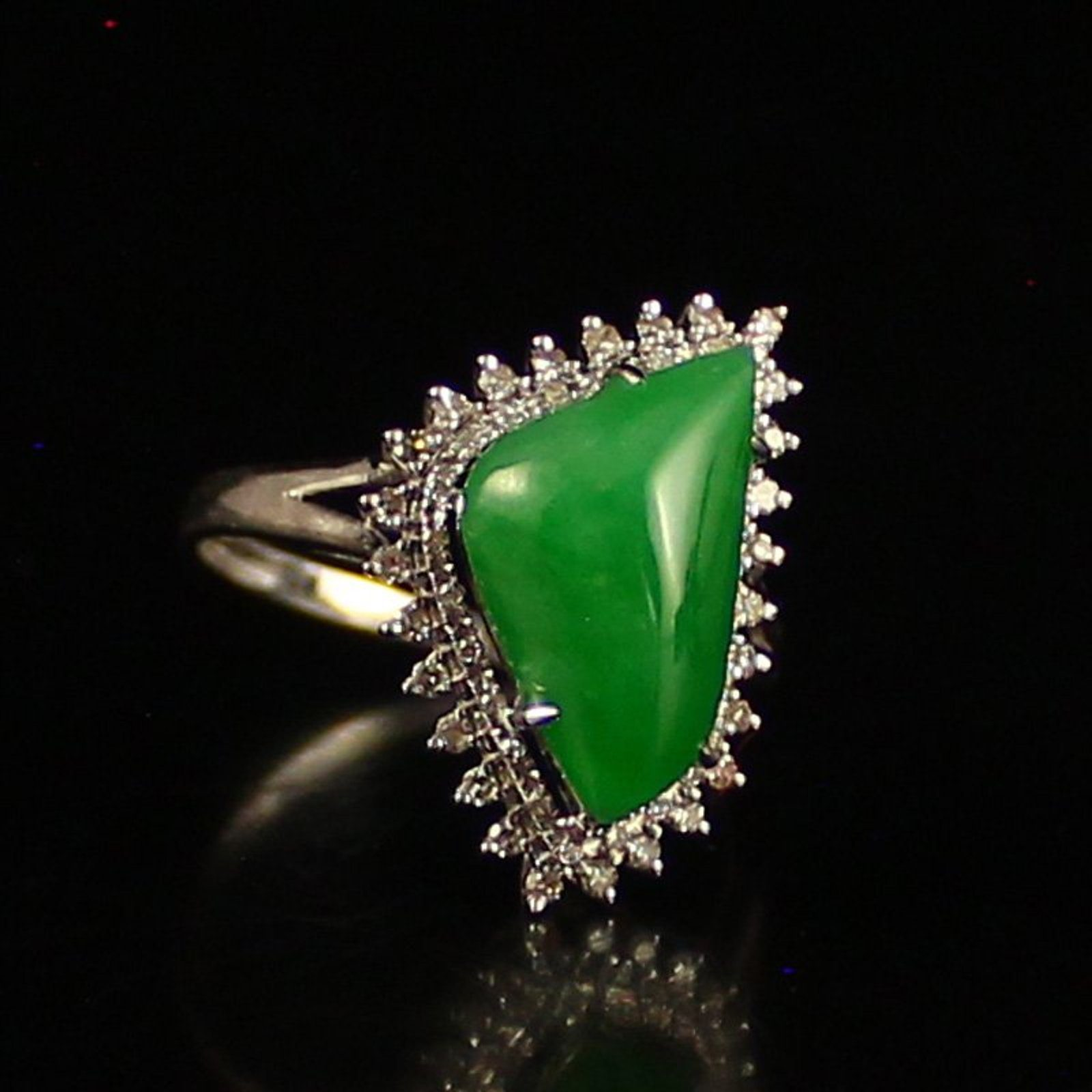 Jadeite Value Price And Jewelry