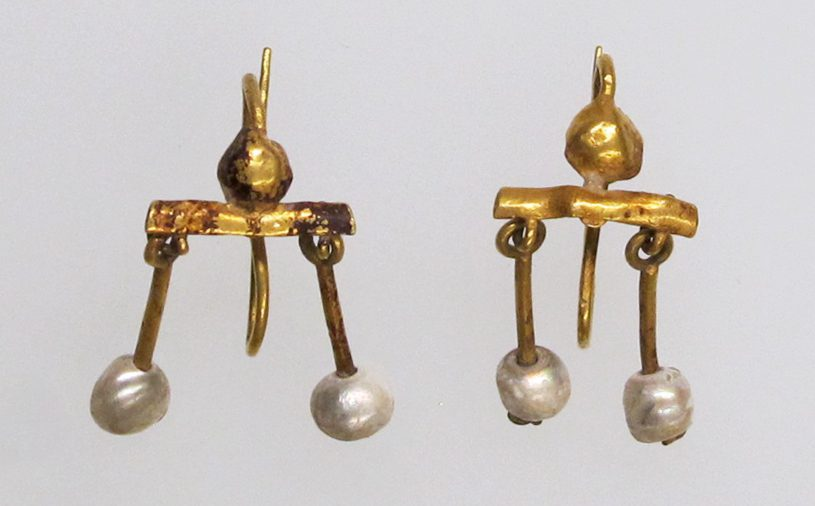 Roman Crotalia earrings - pearls and gold