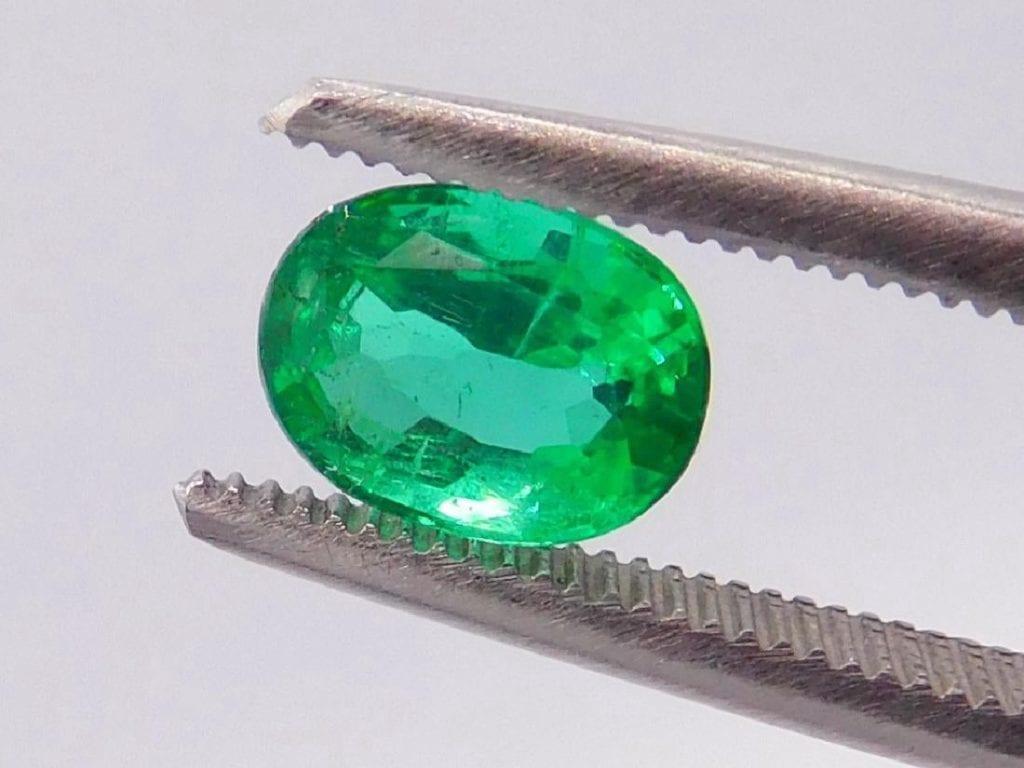 minor oiled emerald - gemstone enhancements