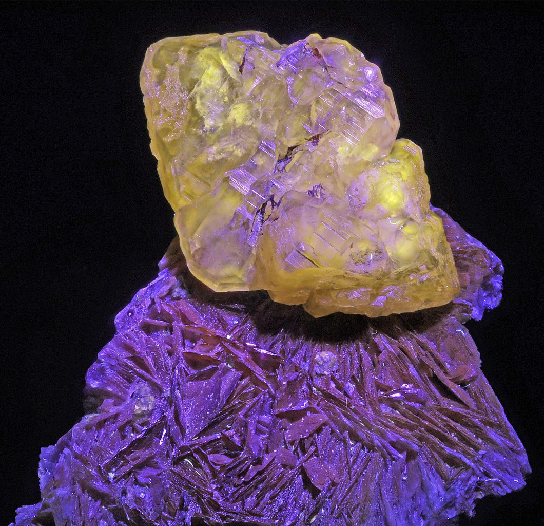 barite and cerrusite, UV light - Morocco