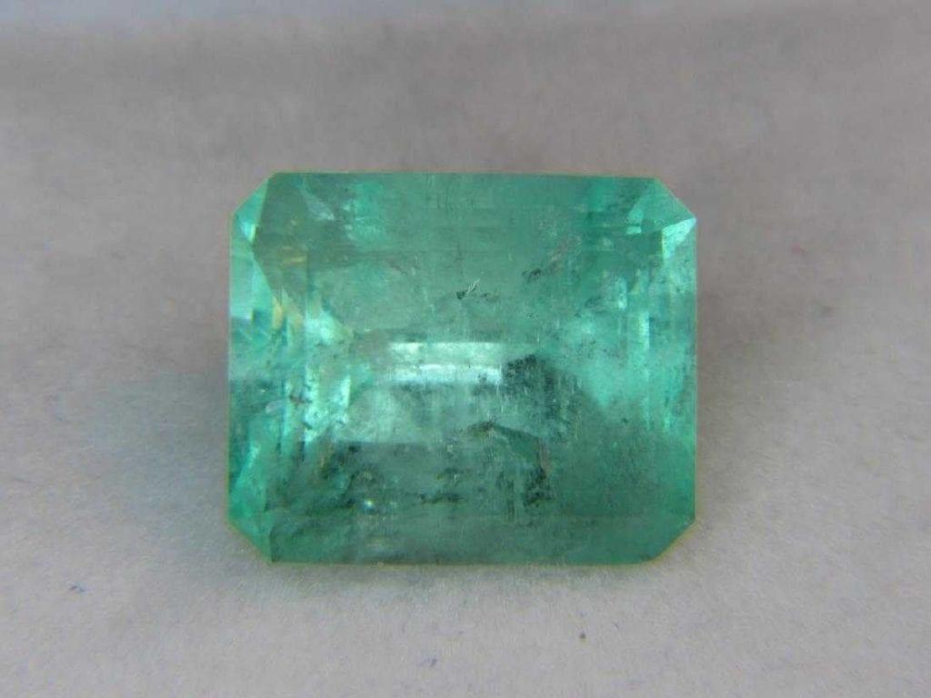 SI1-2 clarity loose emerald