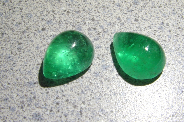 emerald cabochons - emerald buying guide