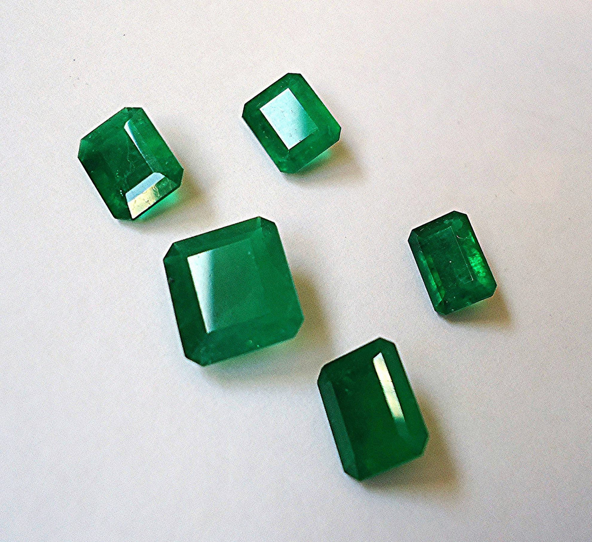 emerald rings differences between the real and synthetic. \u201cColombian Emeralds\u201d By Mauro Cateb. Licensed Under CC 2.0. Emerald Rings Differences Between The Real And Synthetic
