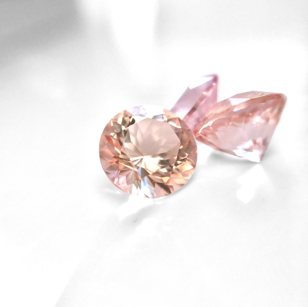 morganite buying guide - peach and pink cut stones