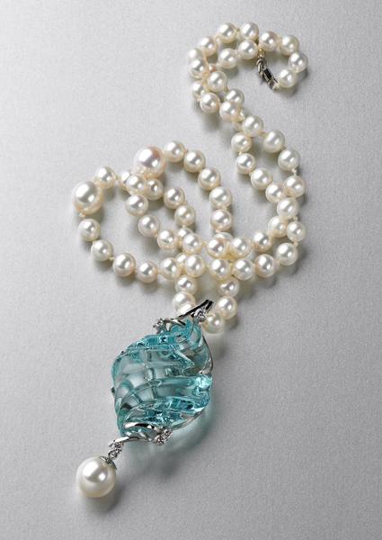 aquamarine with pearls - aquamarine buying guide