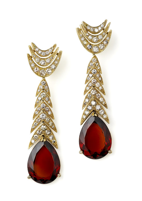 garnet buying guide - garnet and diamond earrings