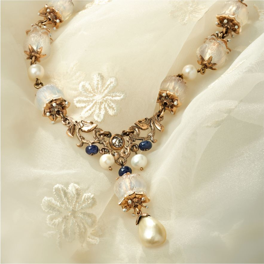 Pearl buying - natural pearl and lalique bead necklace