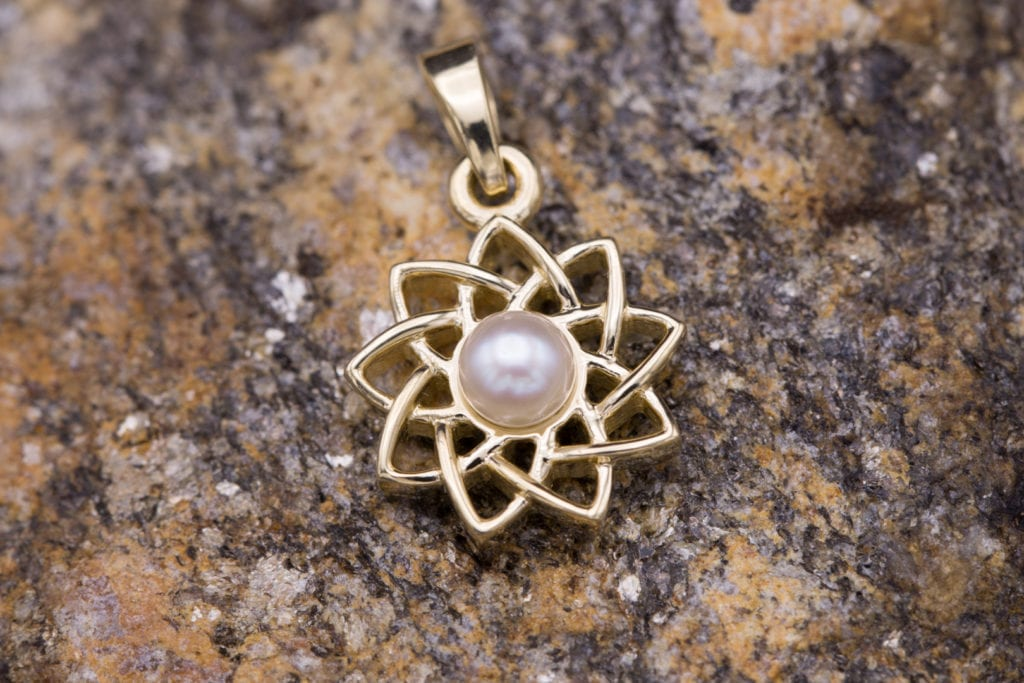 Pendant with Akoya pearl