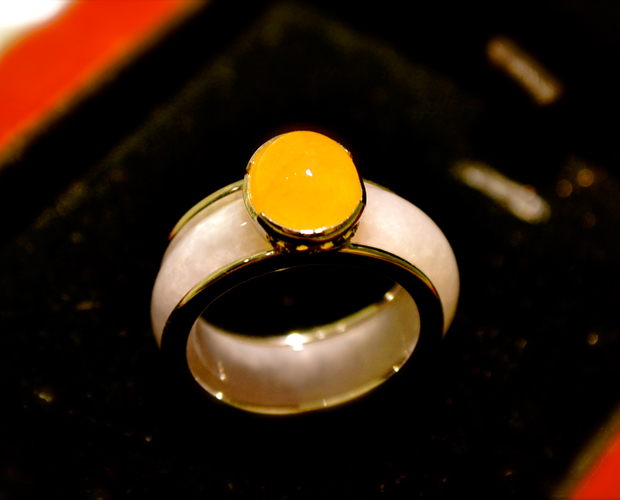 jade buying - yellow and white jade ring