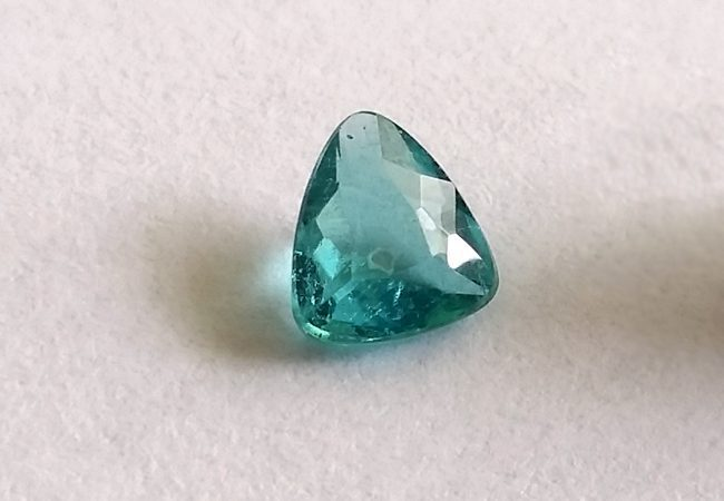 paraíba tourmaline buying guide - 0.36ct Brazilian gem