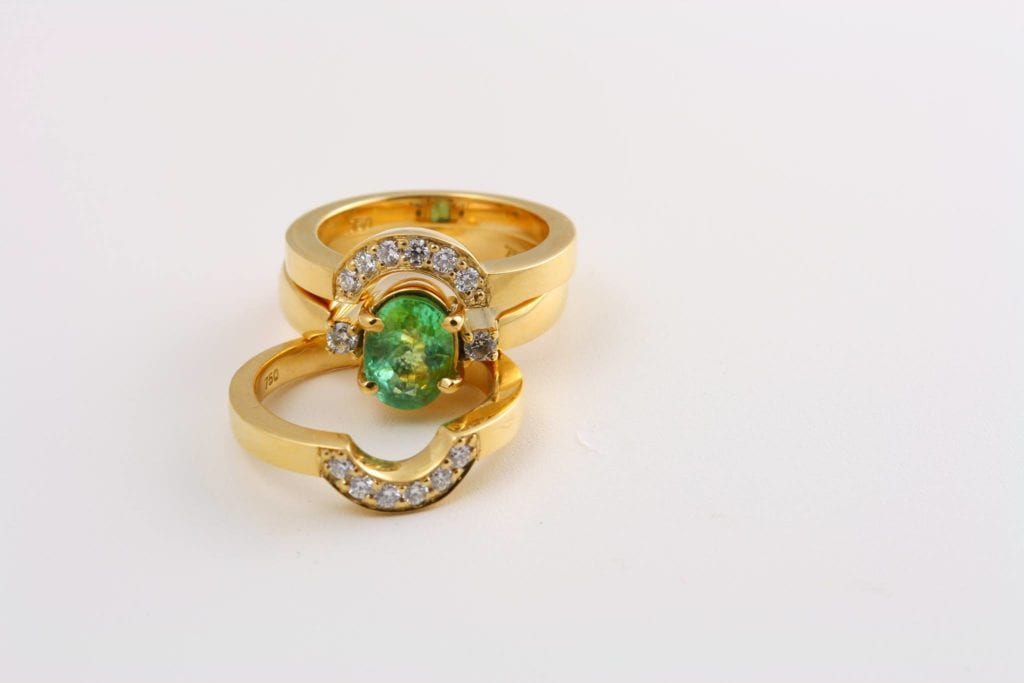 paraíba tourmaline buying guide - Green paraiba and diamond ring set
