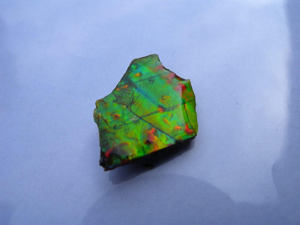 ammolite buying guide - ammolite angle 1