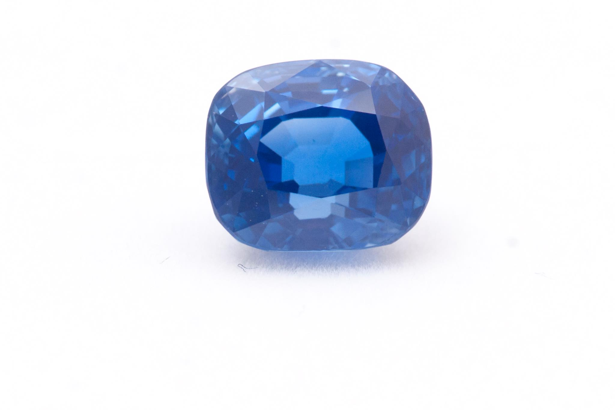 oval midaura diamonds in blue gemstone sapphire gemstones dubai shape royal carat shop