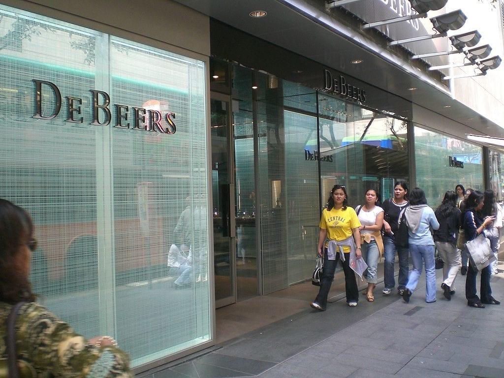 De Beers retail store - diamond cost
