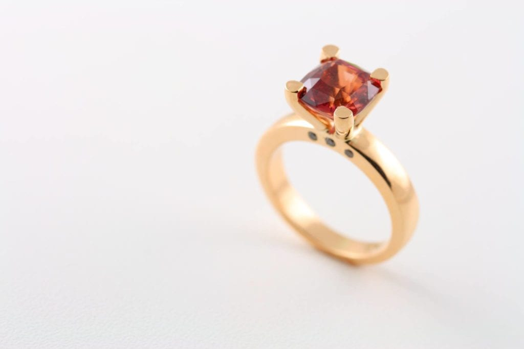 padparadscha sapphire buying guide - 4.73ct padparadscha ring
