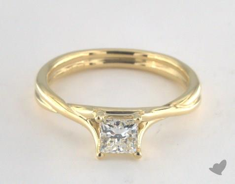 princess-cut diamonds - J color in yellow gold