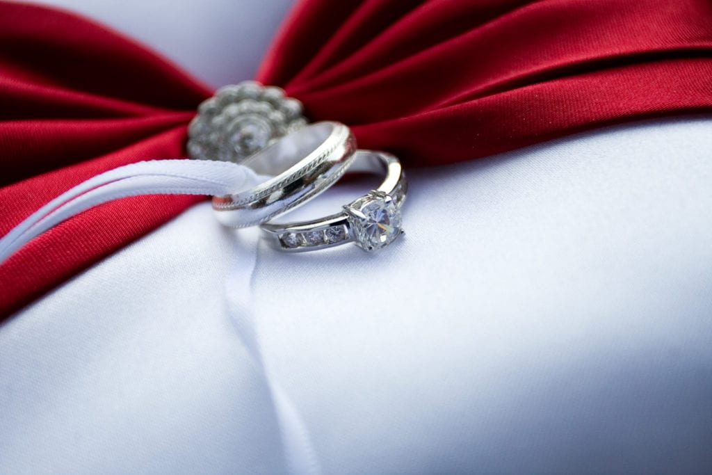 searching for diamonds online - engagement ring and wedding ring set