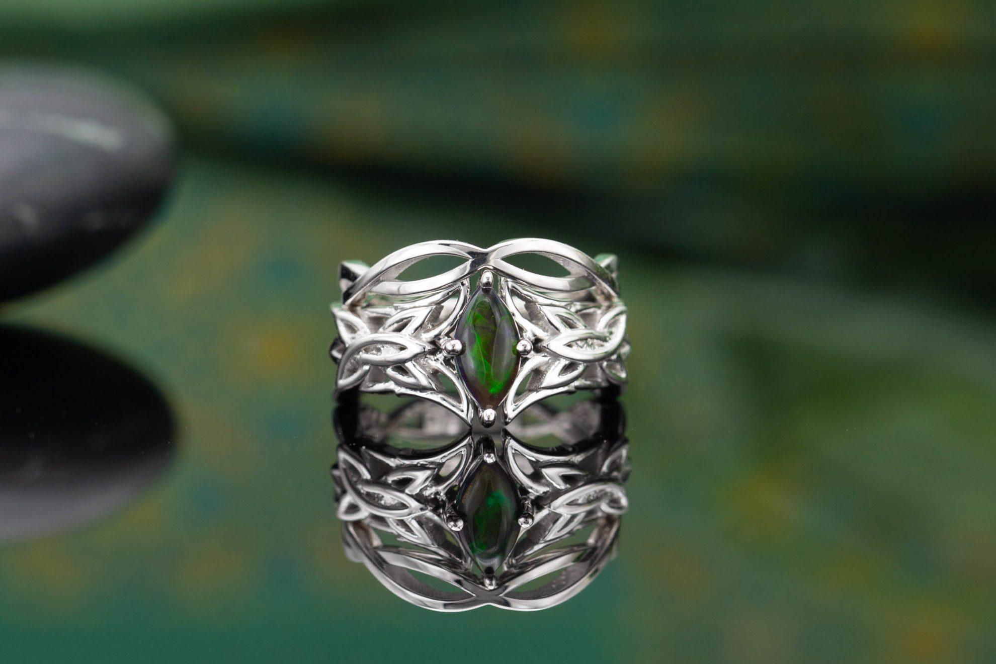 bezel set ring,silver ring,Labradorite ring,statement ring,thick ring,silver wow ring,gemstone ring,bridal ring