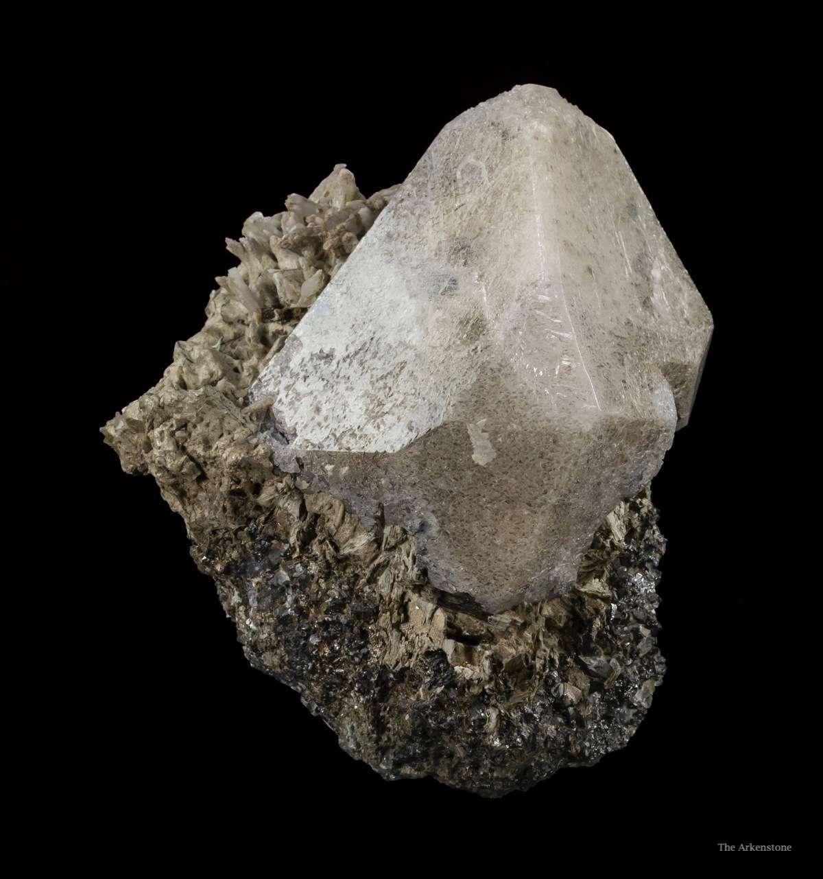 scheelite crystal, white light - China